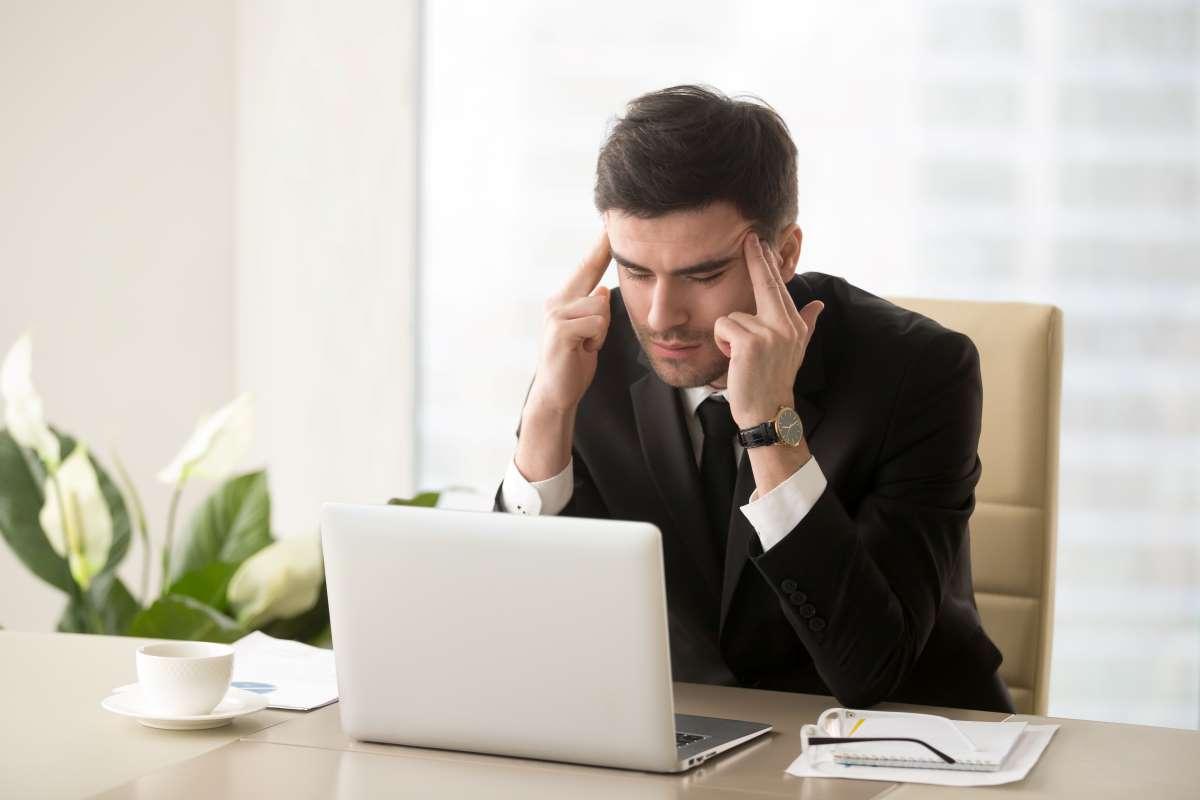 autonomo con dolor de cabeza