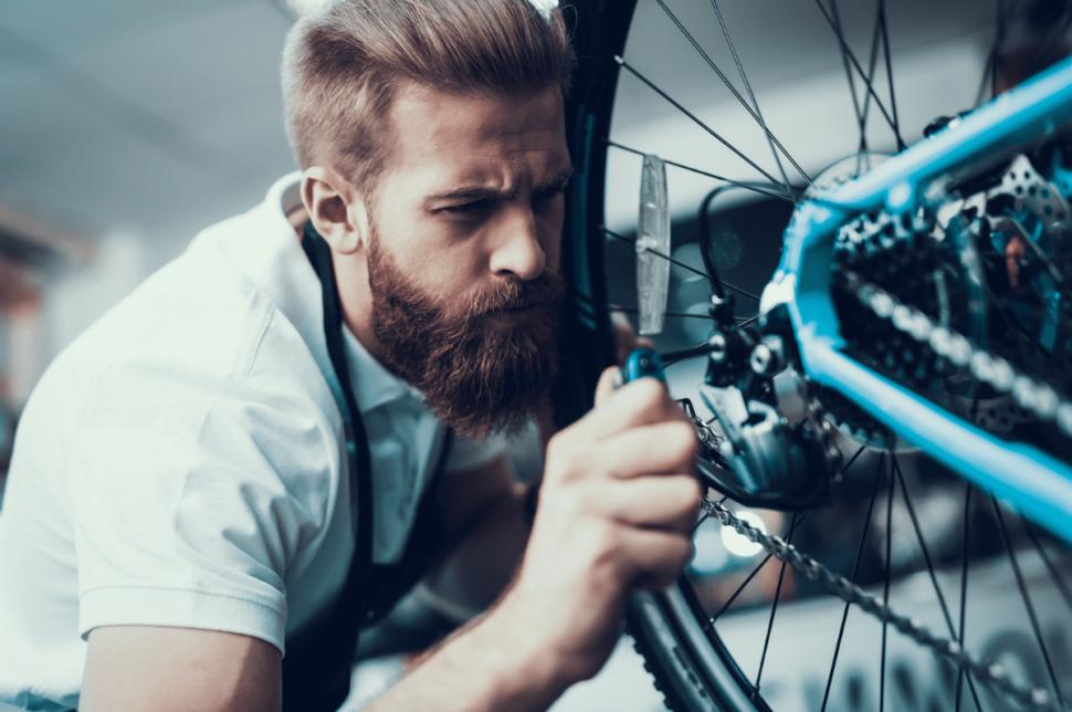 Un servicio de taller es imprescindible en cualquier tienda de bicicletas